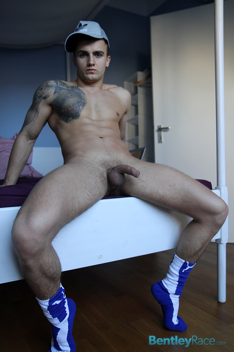 Bentle-Race-Brady-Kent-Sraight-Wrestler-Masturbating-Big-Uncut-Cock-Amateur-Gay-Porn-18 Amateur Straight Bulgarian Wrestler Strokes His Big Uncut Cock