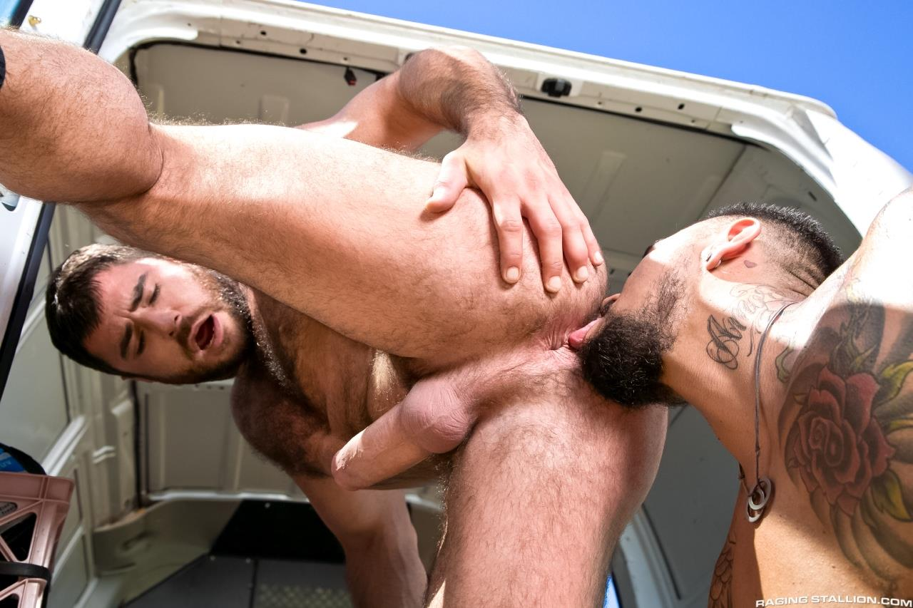 Raging-Stallion-Boomer-Banks-Mike-Dozer-Huge-Uncut-Cock-Fucking-A-Hitchhiker-Amateur-Gay-Porn-08 Boomer Banks & Mike Dozer: Fucking A Hitchhiker With A Huge Uncut Cock